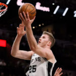 jakob poeltl contract